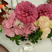 ピンクをメインとした、卓上の花です