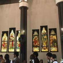 ステンドグラスが素敵です。