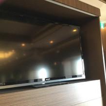 会場設置のテレビ