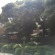 椿山荘正面