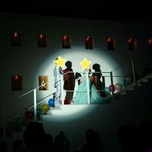 階段を使ったブーケブートニア