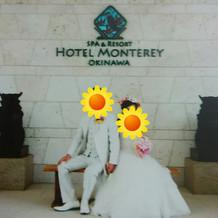 モントレ沖縄のホテル前で撮影