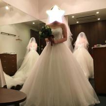 本番のドレス ラインが綺麗です