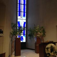 ステンドグラスも青で統一され素敵でした