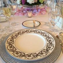 カールトンの飾り皿はきれいでした。