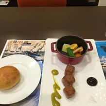 京野菜と肉料理。