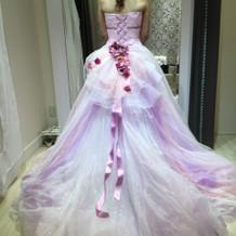 悩んだドレス。