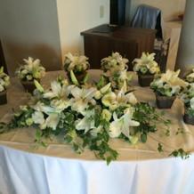 メインとゲストテーブルの装花