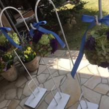 挙式の装花。紫とグリーン