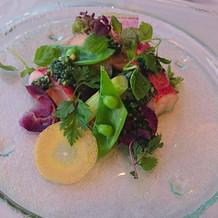 プリプリのオマールエビが入ったサラダ