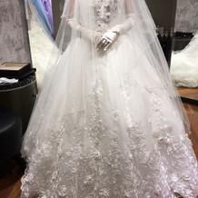 桂由美さんのドレスです。