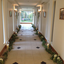 挙式会場までの回廊。