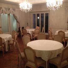 親族控え室。綺麗で落ち着いた空間