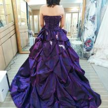 大人っぽいデザインのドレスでした。