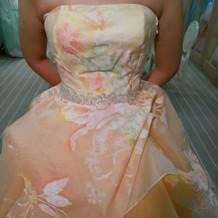 今、流行のイエロー系のドレス