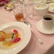 食後のデザートも美味しかったです。