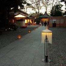 会場わきにある氷川神社。