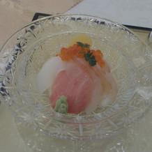 ミニ海鮮丼を試食。これは美味しい!