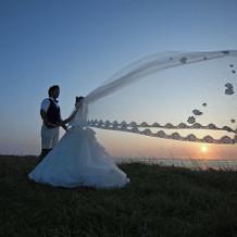 五島列島の夕日とロングベールが素敵です