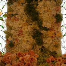 チャペル正面の花