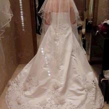 ウェディングドレスの後ろです。