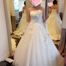 プルメリアの花のついたドレス