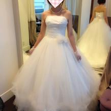 シンプルお姫様ドレス。花の位置変更可能