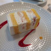 ウェディングドレスケーキ
