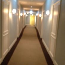 トイレや控室のまでの廊下は、ホテルっぽい