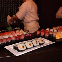 寿司バー開店の様子。