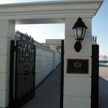 式場の入口前