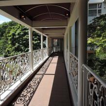 チャペルと披露宴会場の渡り廊下