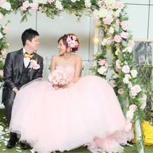 ピンクのドレス。とても軽くて楽でした!