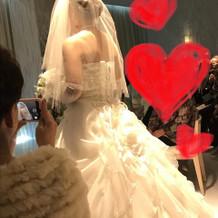 後ろのデザインが素敵なドレスでした