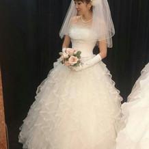 ホワイトドア当日来たドレスの試着