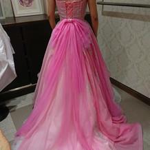 ピンクのオーバードレス