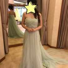 グリーンのドレス