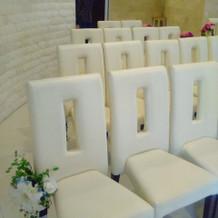 チャペル内の列席者の椅子
