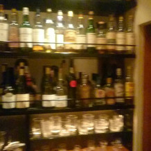 入り口すぐにはかなりの種類のお酒が