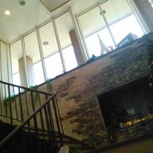 階段の上は大きい窓で採光良し