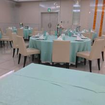 披露宴会場 真っ白で素敵です