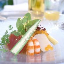 野菜と魚介類豊富な贅沢サラダ