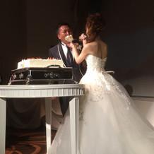 ケーキ入刀。