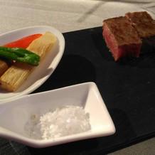 メインディッシュの和牛のステーキ。