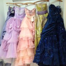 可愛いドレスがいっぱいです!