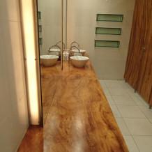 女子トイレの装飾はスペースが広い!