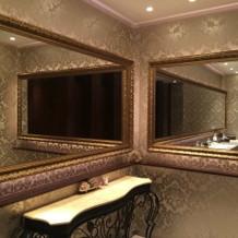 お手洗いの鏡