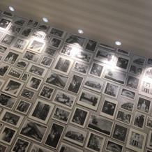 親族のお部屋の壁。 オシャレです。