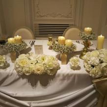 メインテーブルが白基調で綺麗だった。