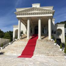 大階段がある方の式場です!